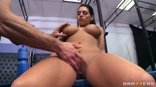Hot bella gets all wet and sucks on a huge dong