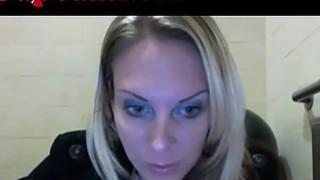 Webcam Girl Masturbates In Starbucks Bathroom