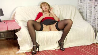 Mature blonde fucked in her living room